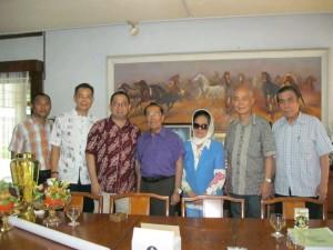 朱會長拜訪80多歲印尼軍醫鄭威武老前輩